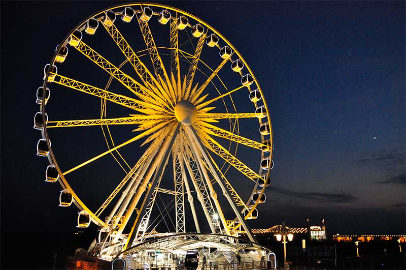 Brighton wheel lit up for Jeans for Genes Day