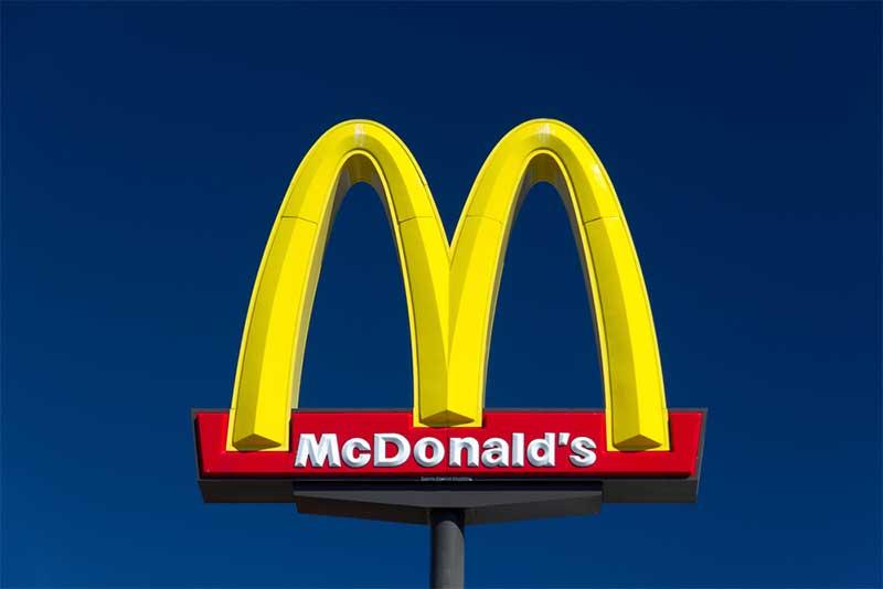 MacDonald's logo - photo: Ken Wolter, Shutterstock.com